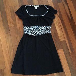 wHBm black and white swing dress